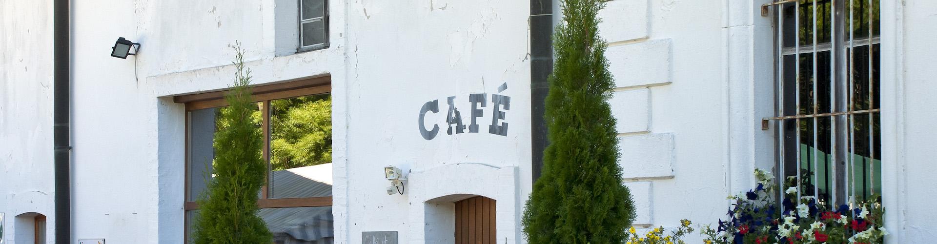 """Le restaurant """"Café des Mines"""" des mines d'asphalte La Presta dans le Val-de-Travers, Neuchâtel"""